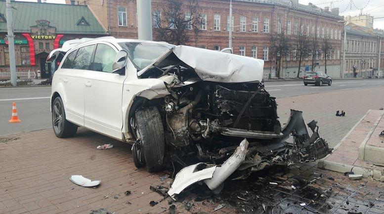 Иномарка протаранила ограждение церкви в Витебске
