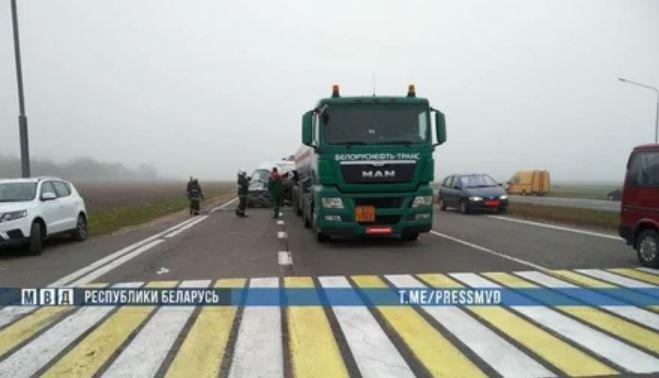 Маршрутка с 16 пассажирами врезалась фуру в Пуховичском районе