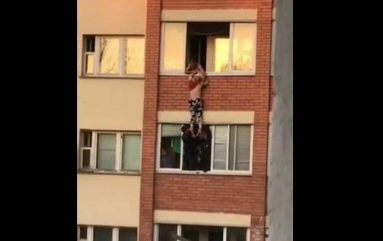 В Минске женщина пыталась спрыгнуть с балкона после ссоры с сожителем