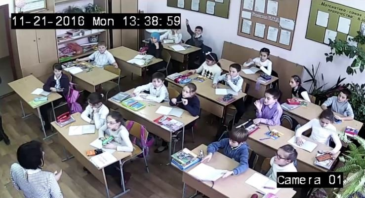 Родители школьников выступают за установку камер в классах