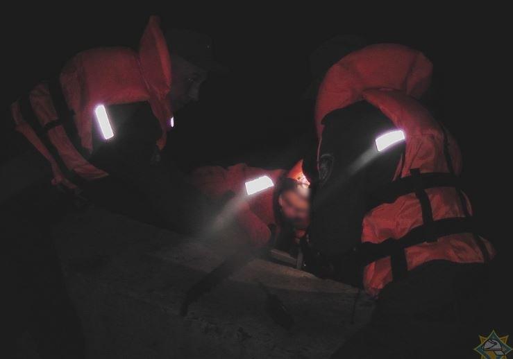 В Светлогорске спасатели вытащили женщина из реки