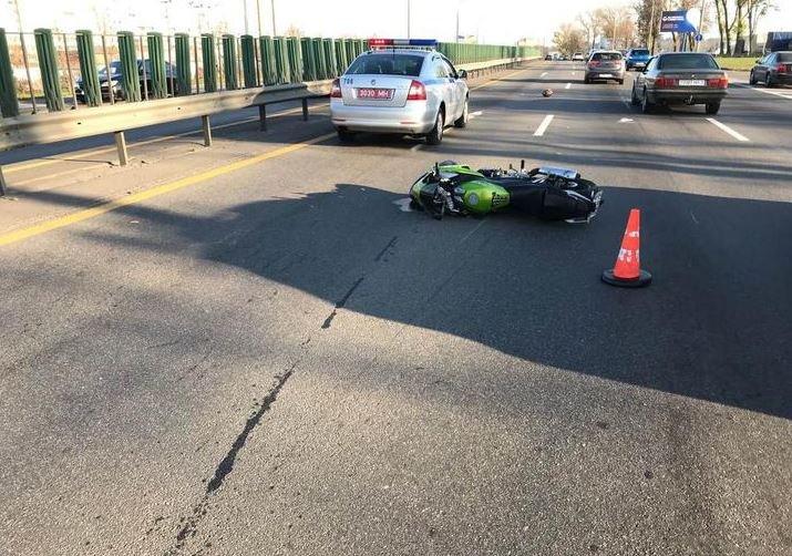 Мотоциклист спровоцировал тройное ДТП на МКАД