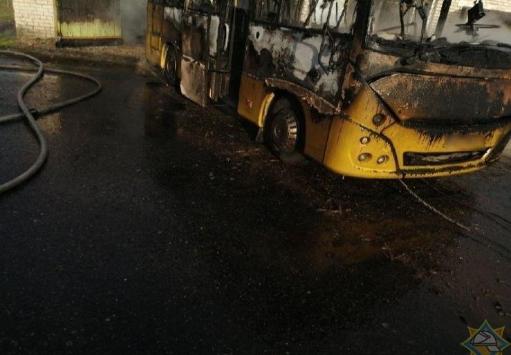 В Климовичах сгорел гараж со школьным автобусом