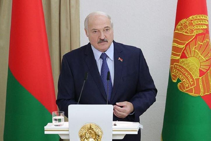 Александр Лукашенко поздравил белорусов с Днём Октябрьской революции