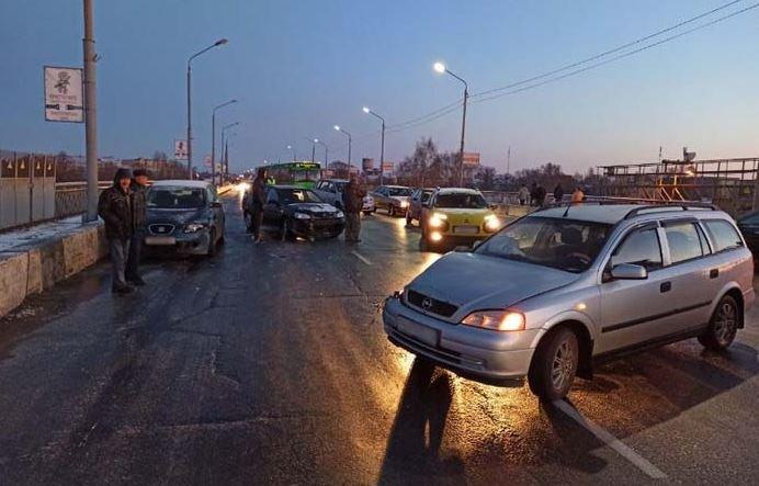 В Жлобине столкнулись 11 автомобилей