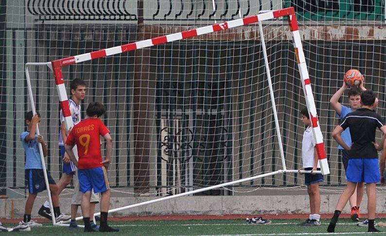 Футбольные ворота насмерть придавили школьника в Барановичах
