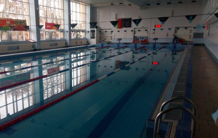 13 детей отравились хлором в бассейне в Барановичах