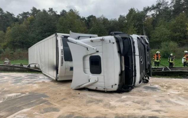 В Германии опрокинулась фура: два белоруса пострадали