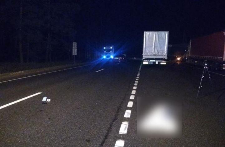 В Гродненском районе легковушка насмерть сбила водителя фуры