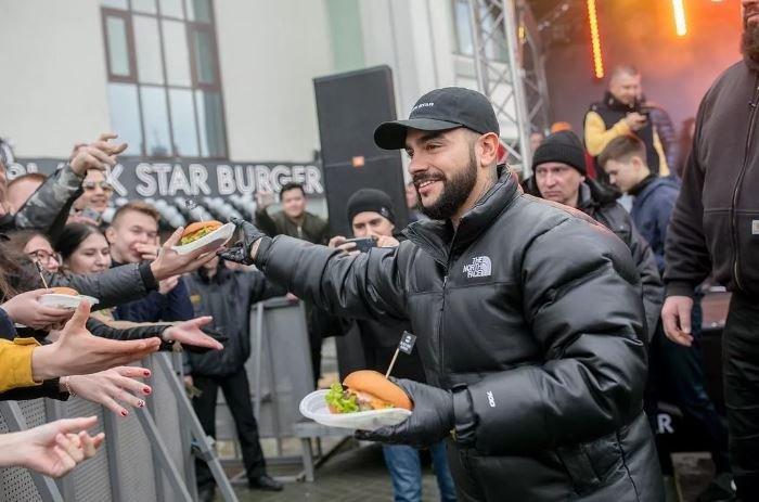Тимати открыл бургерную Black Star Burger в Минске