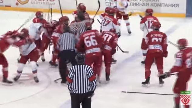 Хоккеисты сборных Беларуси и России устроили массовую драку