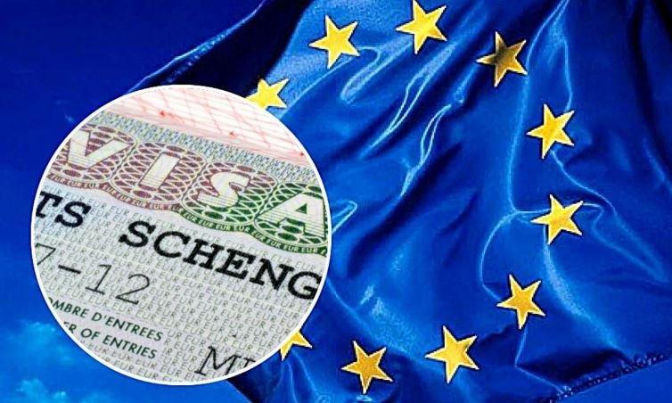 ЕС одобрил упрощение визового режима с Беларусью