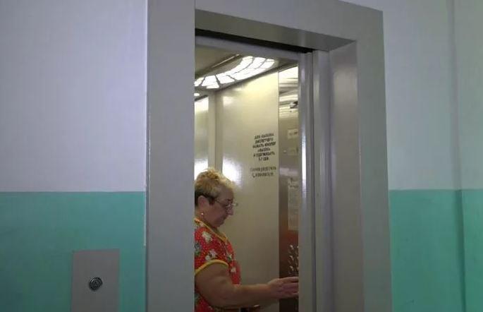 В Беларуси оборудуют лифтами дома до пяти этажей
