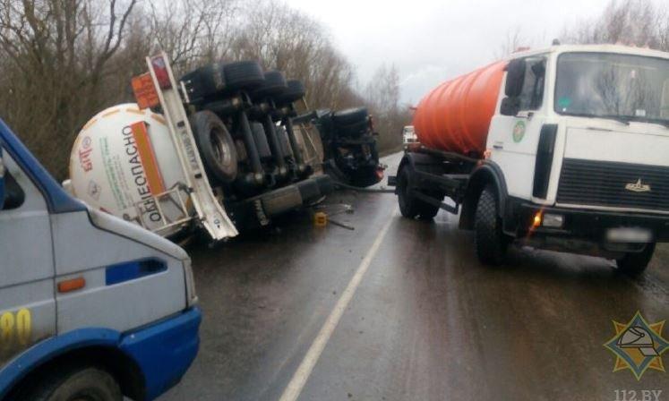 В Дзержинском районе опрокинулась автоцистерна с топливом