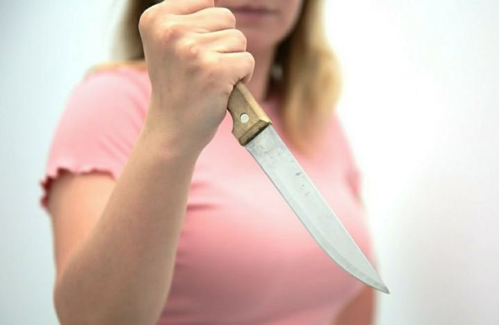 Пьяная девушка напала с ножом на пенсионера в Калинковичах