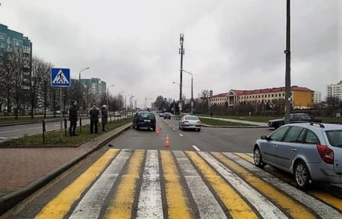 В Гродно пожилой водитель сбил двух детей на переходе