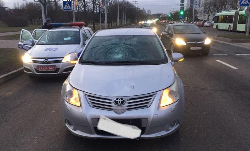 Автомобиль сбил 15-летнюю школьницу на переходе в Минске