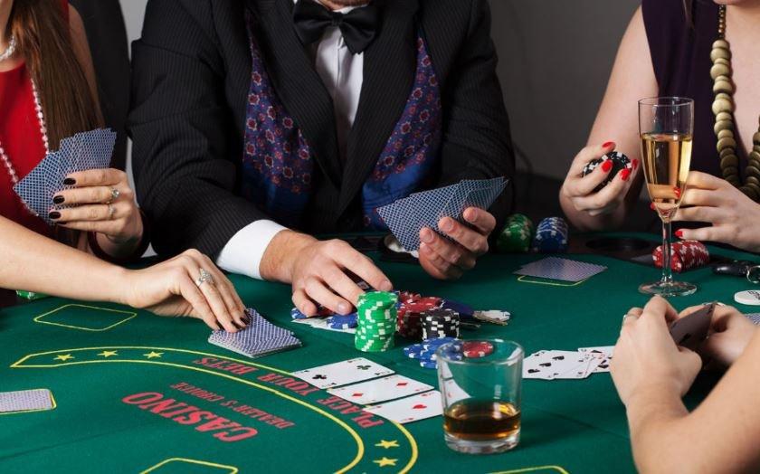 Работник ломбарда похитил из кассы деньги и проиграл их в казино