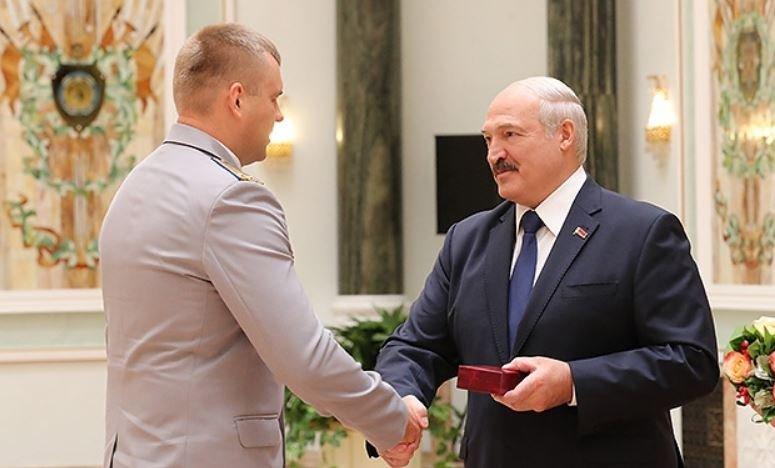 Лукашенко вручил госнаграды белорусским деятелям