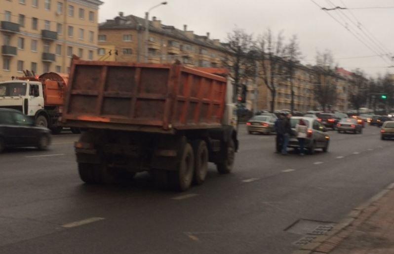 В Минске на Партизанском проспекте столкнулись МАЗ и Citroen