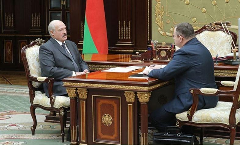 Лукашенко докладывают ситуацию с зарплатами бюджетников