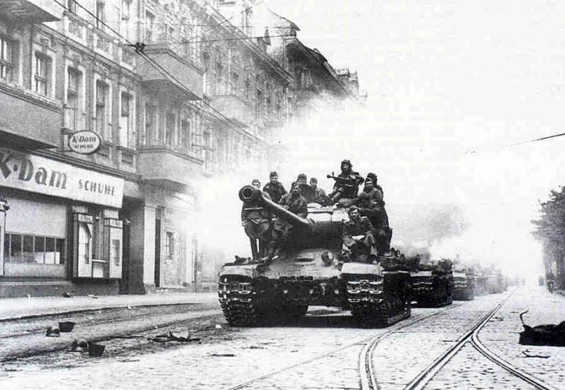 Битва за Берлин - история, ход событий. Капитуляция Третьего Рейха
