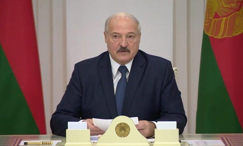 Лукашенко не носит медицинскую маску, но моет руки