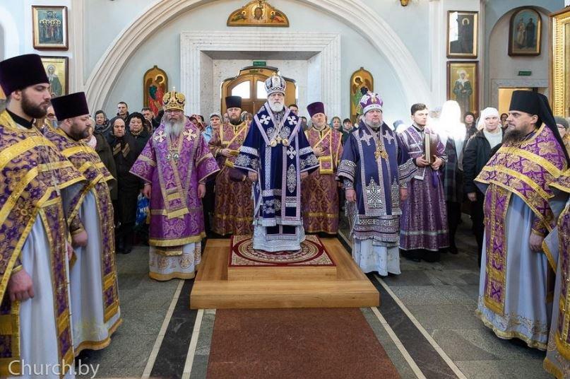 Митрополит Павел окропил Минск святой водой с вертолета