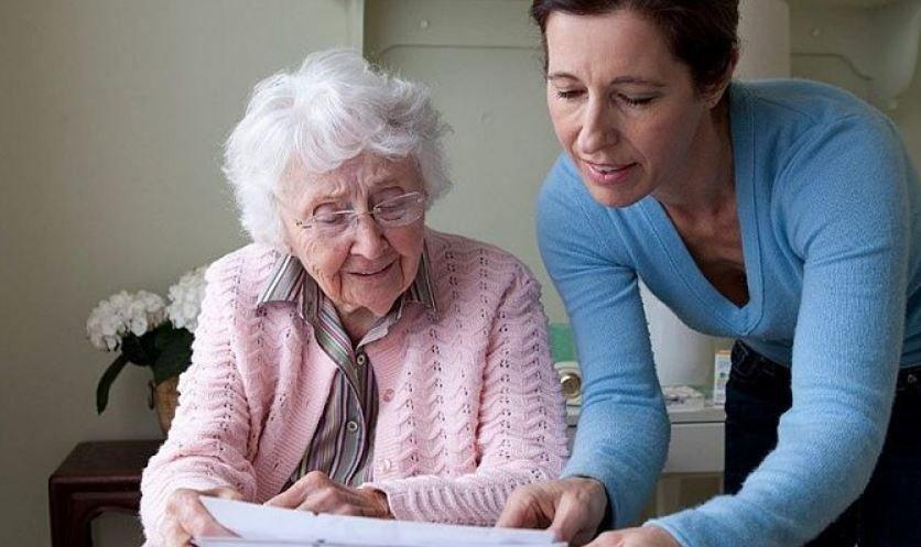 Пенсионеры смогут получить пенсию и оплатить коммуналку из дома