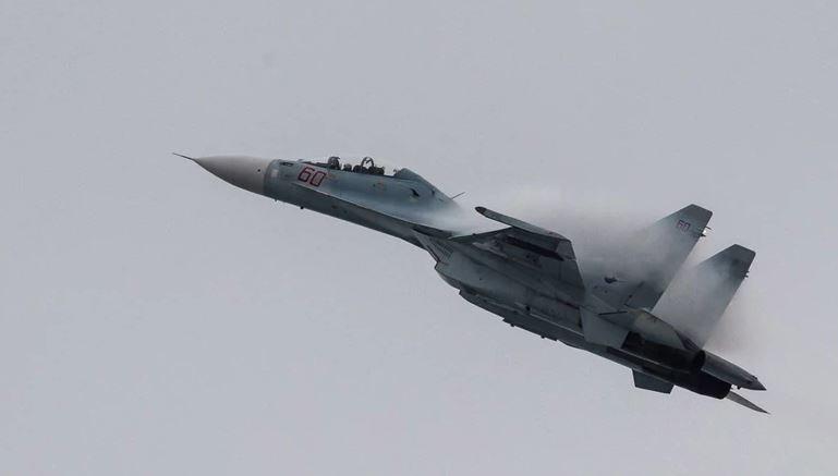 Российский истребитель Су-27 исчез с радаров над Черным морем
