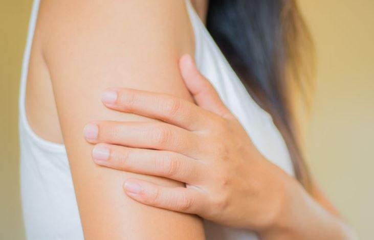 Названы проявляющиеся на коже признаки коронавируса