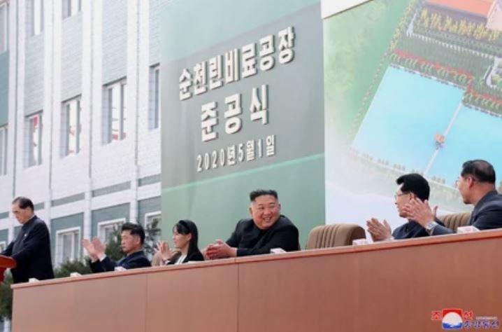Ким Чен Ын появился на публике после сообщений о болезни