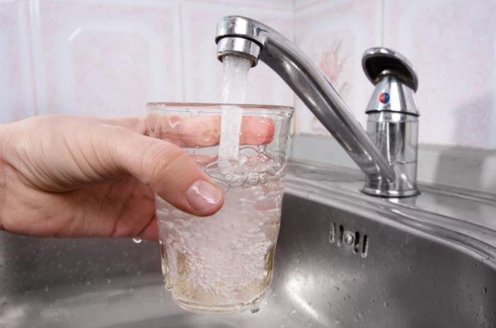 Минздрав рекомендует временно не пить воду из крана