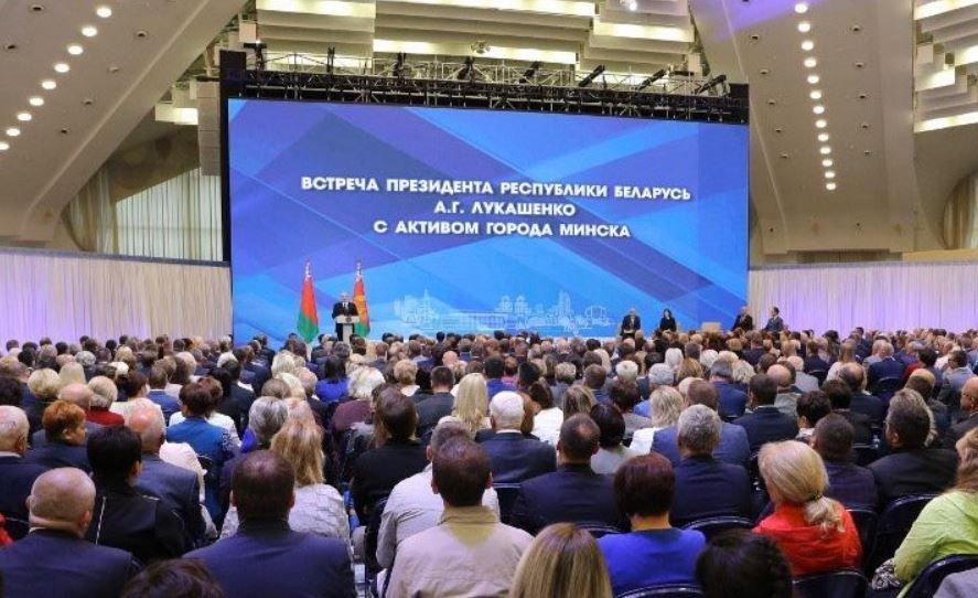 Лукашенко призвал Беларусь перейти на электромобили за пятилетку