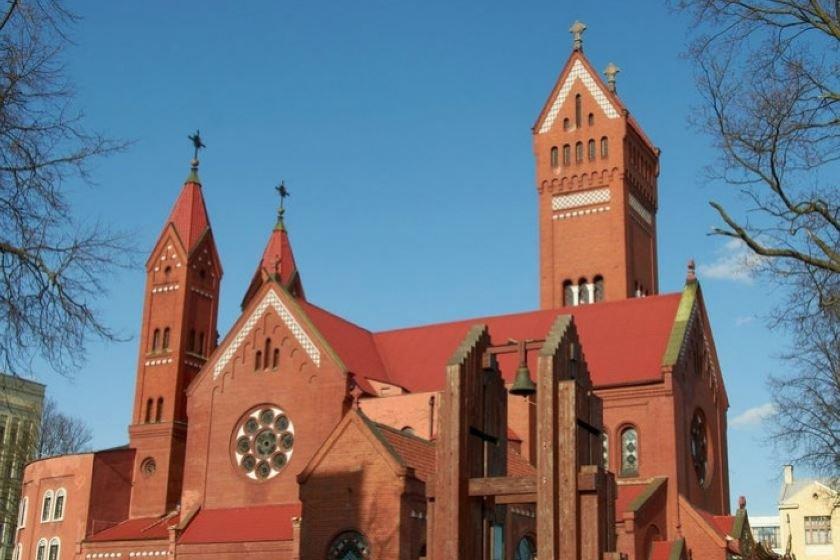 Прихожане Красного костела собирают подписи за передачу храма приходу