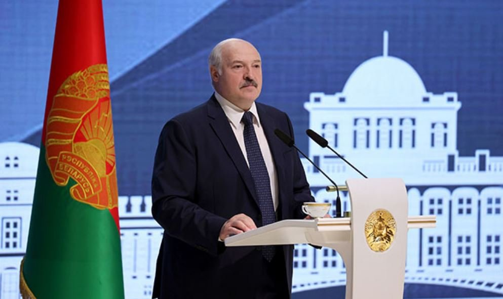 Лукашенко назвал мифом спонтанную самоорганизация общества