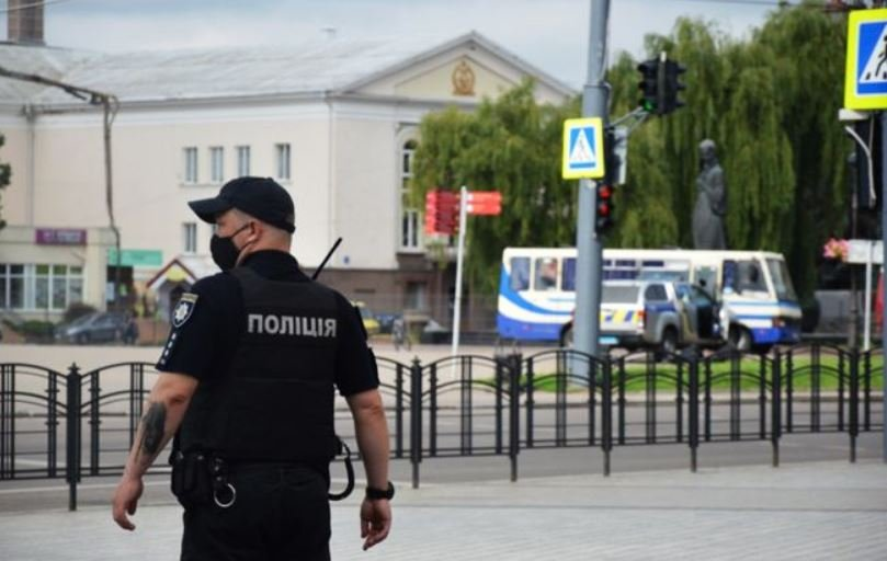 Полиция освободила трех заложников из автобуса в Луцке