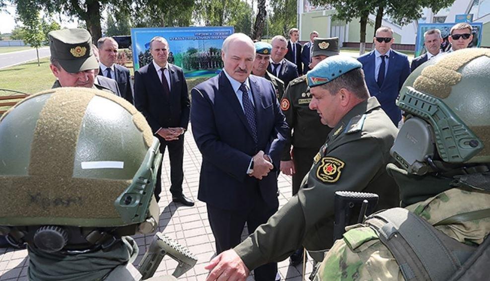 Лукашенко посетил бригаду спецназначения в Марьиной Горке