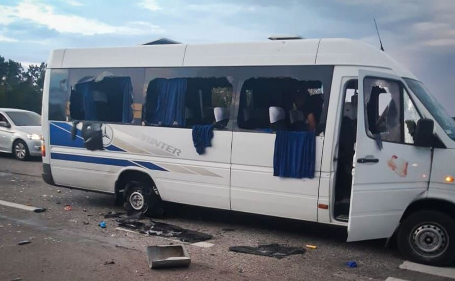 Под Харьковом обстреляли автобус с оппозиционерами