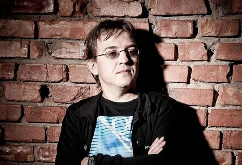 Умер заразившийся коронавирусом экс-солист «Ласкового мая»