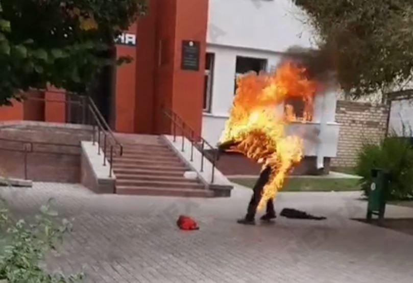 В МВД прокомментировали самосожжение мужчины возле Смолевичского РОВД