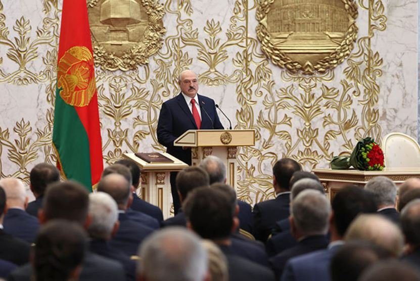 Александр Лукашенко освободит сына Виктора от должности помощника по нацбезопасности