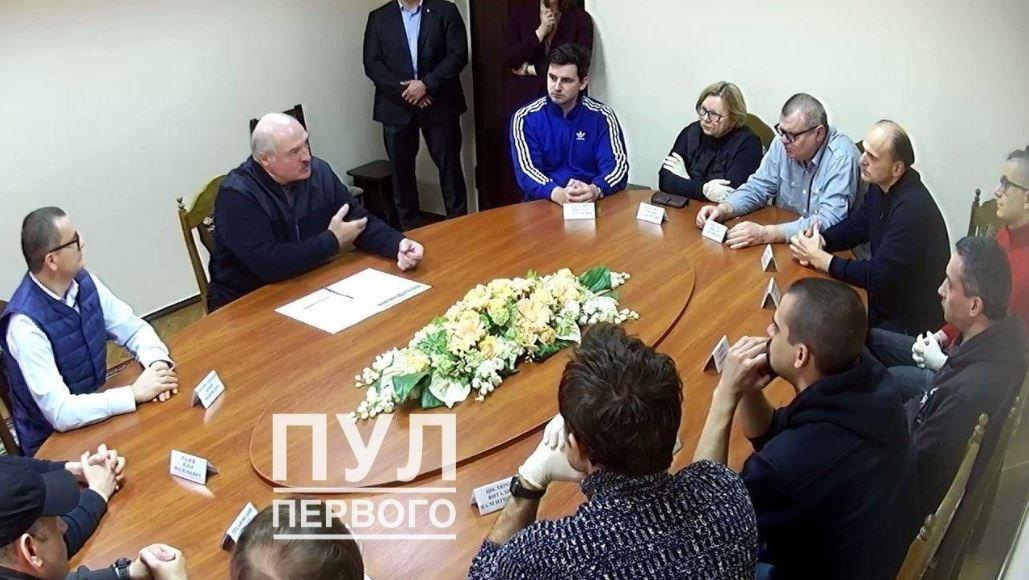 Младший сын Александра Лукашенко провел пять часов на встрече в СИЗО