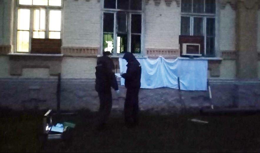 Неизвестный бросил в здание ГАИ Мозырского РОВД «коктейль Молотова»