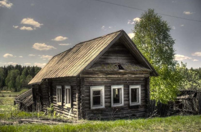 Власти предложили продавать ветхие дома в деревнях за 29 рублей