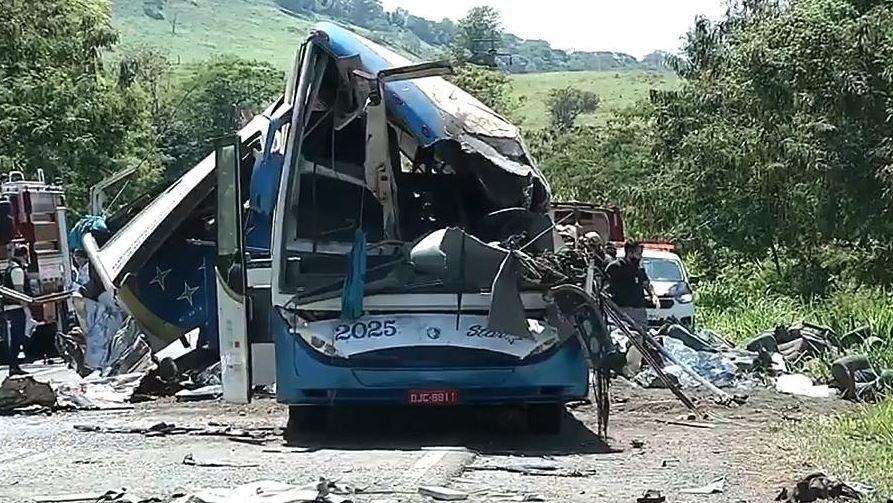 В Бразилии погиб 41 человек в результате аварии автобуса с грузовиком