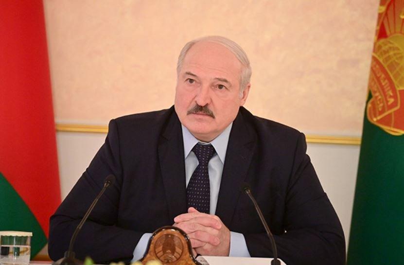 Лукашенко поручил правительству трудоустроить всех безработных