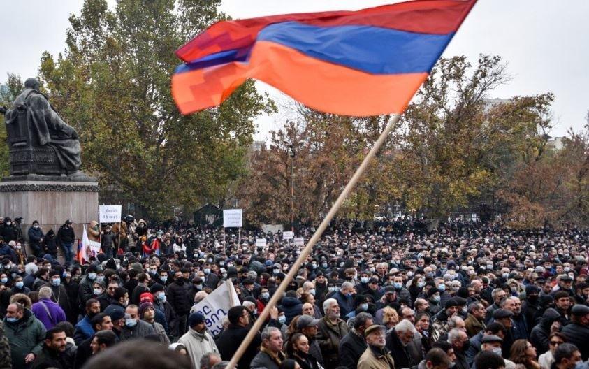 Премьер Армении Никол Пашинян попросил прощения за все ошибки своего правительства