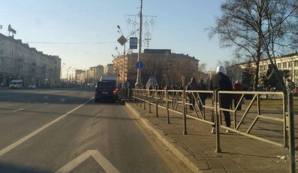 Силовики заблокировали «Марш пенсионеров» на площади Якуба Коласа