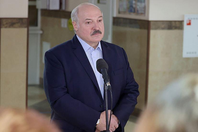 Лукашенко заявил, что дорогие наручные часы ему подарил президент Казахстана Назарбаев
